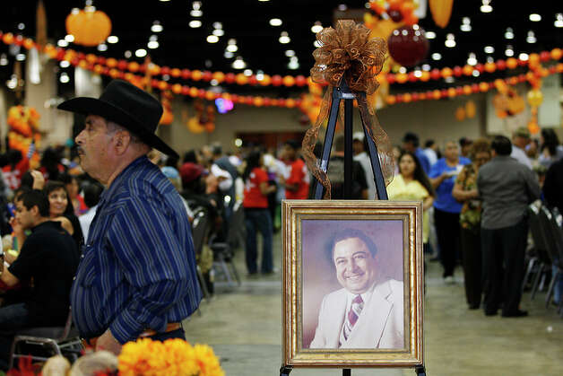 Felipe Vargas, 80, walks by a portrait of Raul Jimenez. / glara@express-news.net