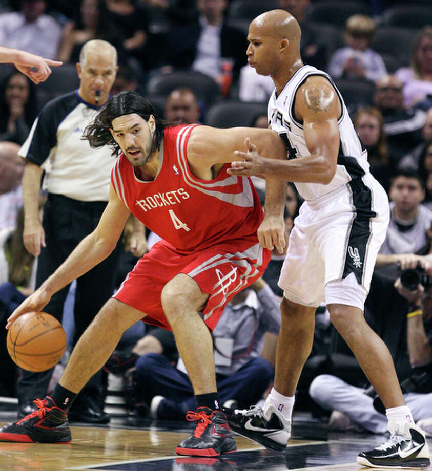 Rockets' Luis Scola looks for room around Spurs' Richard Jefferson. / eaornelas@express-news.net
