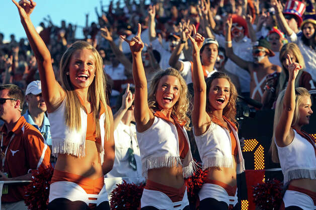 Texas cheerleaders wait for the arrival of the Longhorns. / © 2010 San Antonio Express-News