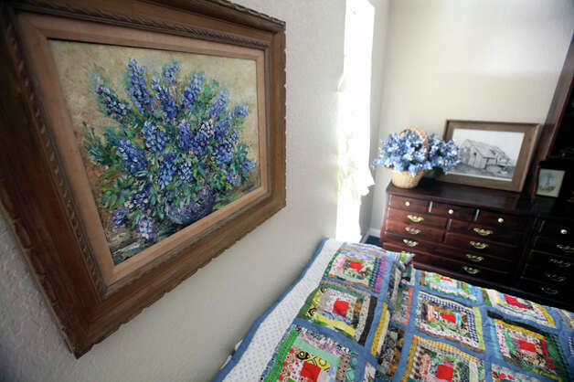 A theme of Bluebonnets plays into the decoration of one of the bedrooms. / © 2010 San Antonio Express-News