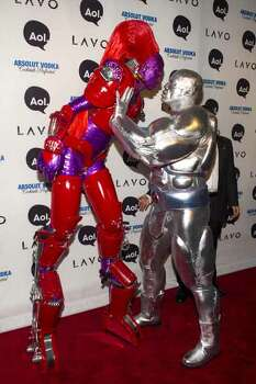 Heidi Klum (left) and her husband Seal arrive at Heidi's Halloween Party in New York, Oct. 31, 2010.