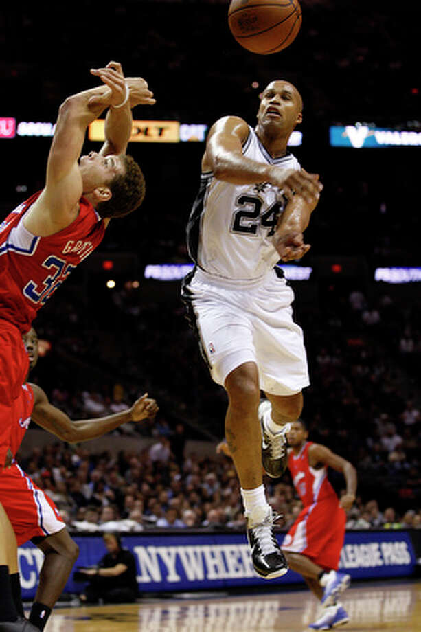 Spurs guard Richard Jefferson swats the ball away from Clippers forward Blake Griffin during a rebound. Jefferson ended up scoring 22 points in the game. / glara@express-news.net