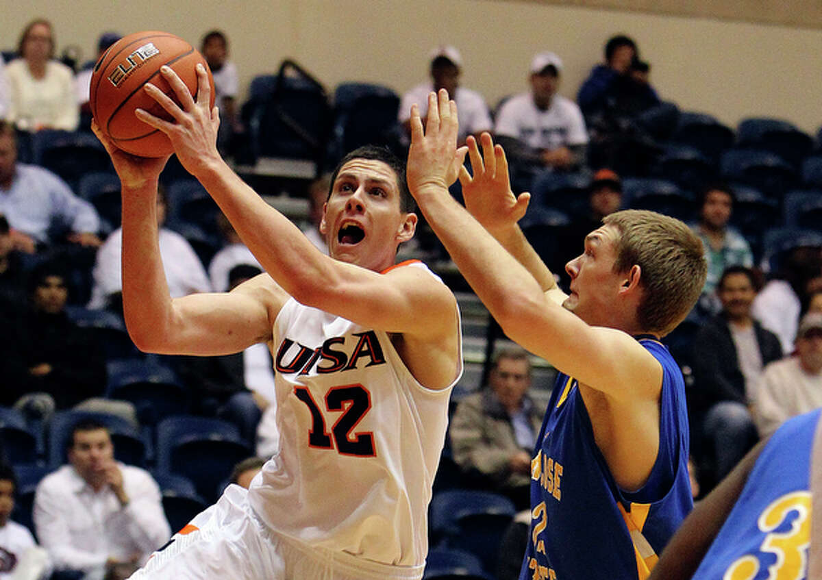UTSA's Jeromie Hill (12) goes to the hole against San Jose State's Adrian Oliver (02).
