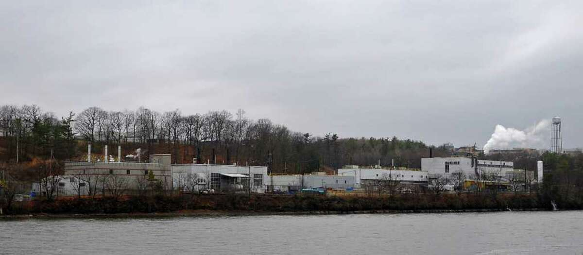 Federal officials are investigating the possible release of radioactive material in to the air during demolition at the the Knolls Atomic Power Laboratory in Niskayuna, NY on Tuesday November 30, 2010, as seen along the Mohawk River. ( Philip Kamrass / Times Union )