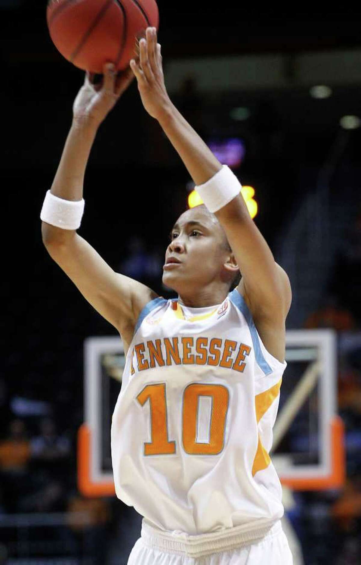 Tennessee's Meighan Simmons shoots during the first half of an NCAA college basketball game against Lamar, Wednesday, Dec. 1, 2010, in Knoxville, Tenn. (AP Photo/Wade Payne)