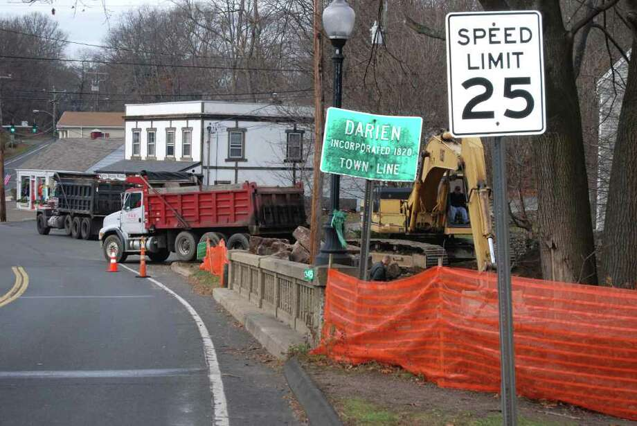 The Tokeneke Bridge under construction. Photo: Jeanna Petersen Shepard / Darien News
