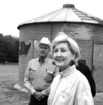 Sen. Kay Bailey Hutchison visits with rancher Rusty Harris in Waco. The Texas Farm Bureau has given Hutchison its support, at the risk of offending Gov. Rick Perry.
