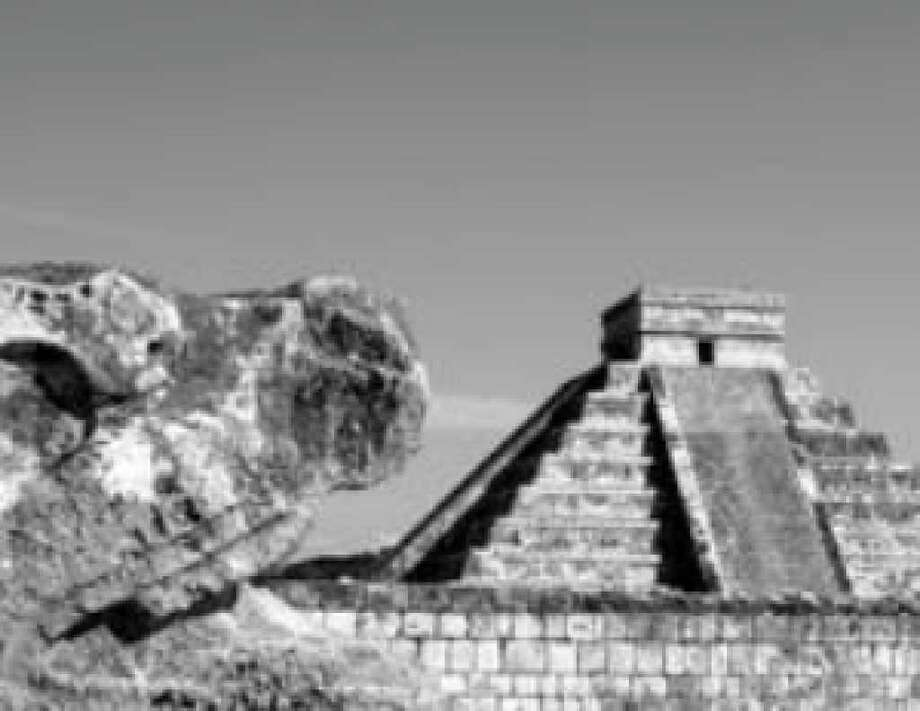 As a way to promote its new membership in the international Star Alliance, Continental Airlines is holding an online auction for a trip to eight wonders of the world, including the Chichén Itzá Mayan ruins.