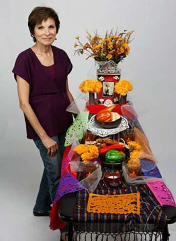 Building an altar for Día de los Muertos doesn't have to be a time-consuming or expensive project.