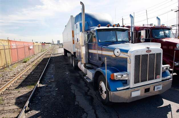 A White House proposal for fuel-efficiency standards for big rigs and other large vehicles is expected to seek cuts of 10 percent to 20 percent in fuel consumption and emissions.