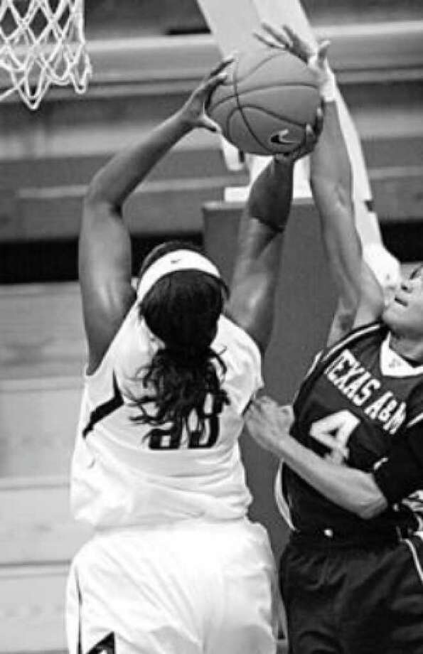 Texas A&M's Sydney Carter (4) blocks a shot by Cal's Talia Caldwell in the Colliers International Classic final.