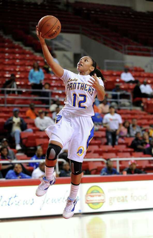 Ozen's Asia Booker goes up for two points against Central in the Montagne Center at Lamar University in Beaumont, Saturday. Tammy McKinley/The Enterprise Photo: TAMMY MCKINLEY / Beaumont