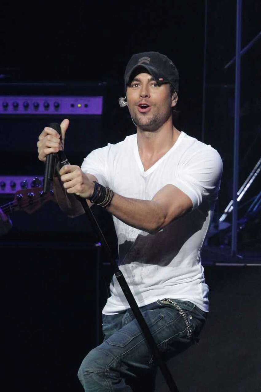 LOS ANGELES, CA - DECEMBER 05: Enrique Iglesias performs at the KIIS FM's Jingle Ball 2010 on December 5, 2010 in Los Angeles, California. (Photo by Noel Vasquez/Getty Images) *** Local Caption *** Enrique Iglesias