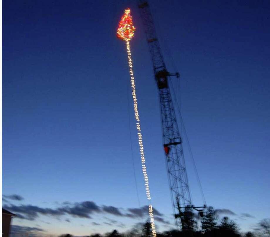 Tokeneke Tree Lighting festivities took place Sunday night. Photo: Jeanna Petersen Shepard / Darien News