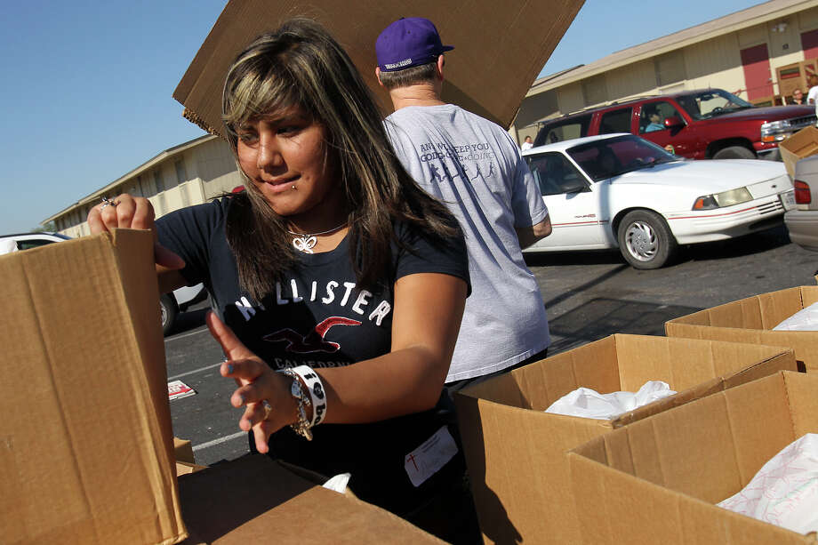 Anisa Lopez, 16, prepares food for distribution at the Christian Hope Resource Center. Lopez says the center's classes have helped her with anger issues after her father's death. Photo: Jennfier Whitney/Special To The Express-News
