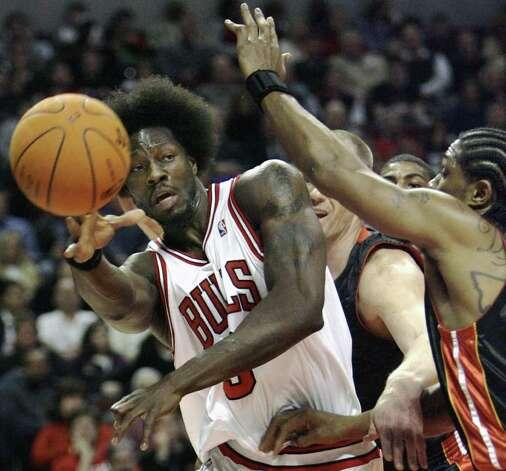 **FILE** Chicago Bulls' Ben Wallace, with his hair in an Afro. passes the ball during an NBA basketball game against the Miami Heart in Chicago in this Dec. 27, 2006 file photo.  (AP Photo/Nam Y. Huh) Photo: Nam Y. Huh, STF / Beaumont