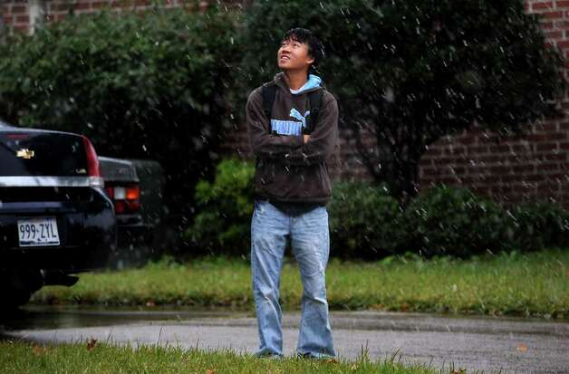 Jonathan Cheung watches the snow fall in Beaumont, Thursday. Tammy McKinley/ The Enterprise Photo: TAMMY MCKINLEY / Beaumont