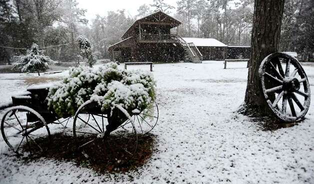 "Snow falls on ""The Barn"" near the Indian Springs Camp in Kountze, Thursday. Tammy McKinley/ The Enterprise Photo: TAMMY MCKINLEY / Beaumont"