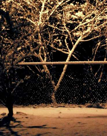 A pre-dawn snow fall blankets the area in Bevil Oaks, Thursday. Tammy McKinley, The Enterprise Photo: TAMMY MCKINLEY