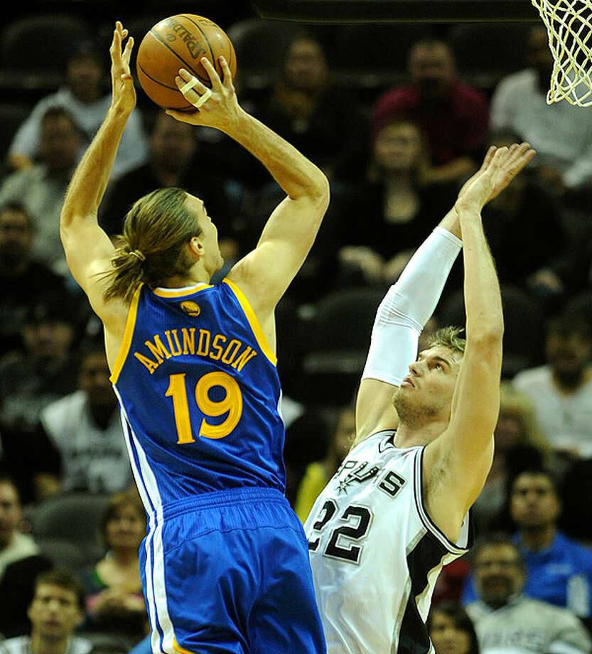Warriors' forward Lou Amundson shoots over the Spurs' Tiago Splitter during first-half NBA action at the AT&T Center on Wednesday. BILLY CALZADA/gcalzada@express-news.net