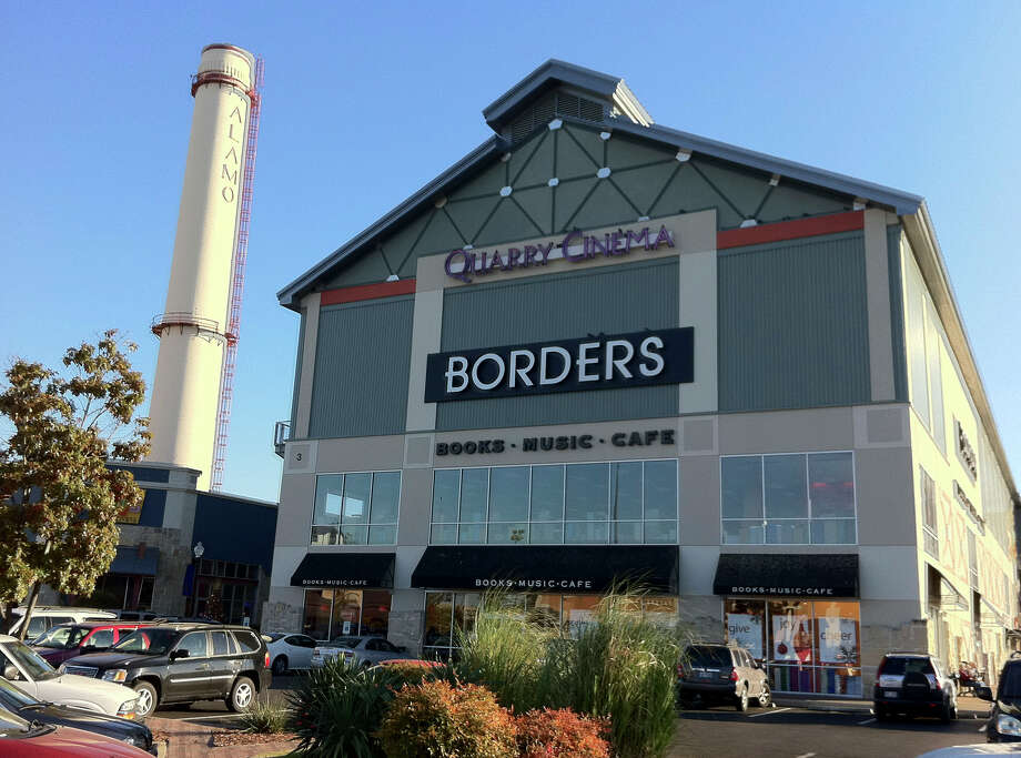 The Borders bookstore in the Alamo Quarry Market. Photo: Billy Calzada / Express-News