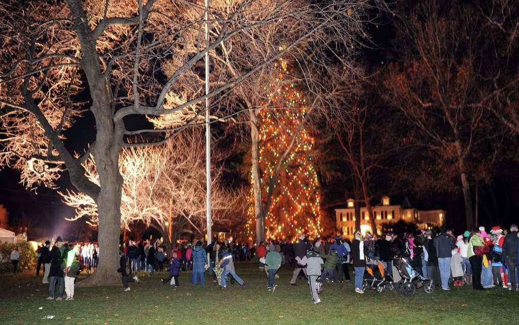 Highlights from the annual Tree Lighting Ceremony which was held at Town Hall Green in Fairfield & Westport wonu0027t u0027boughu0027 to official Christmas tree tradition ... azcodes.com