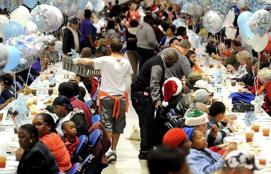 Thousands of people turned out for a meal and compaionship during the H-E-B Feast of Sharing at Ford Arena in Beaumont, Friday. Tammy McKinley/The Enterprise Photo: TAMMY MCKINLEY / Beaumont