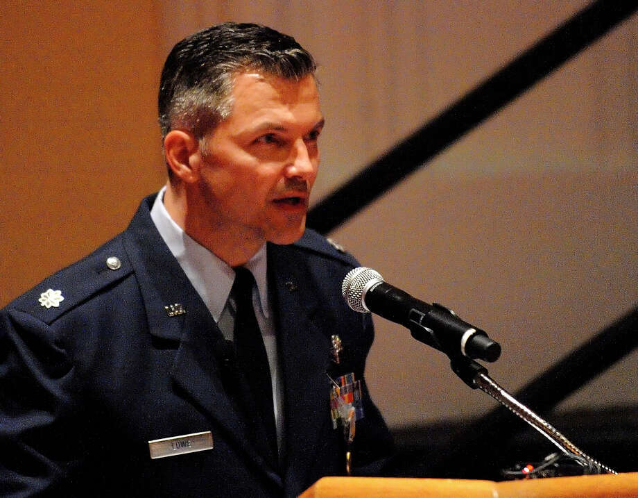 During a ceremony at Randolph AFB, Lt. Col. Richard Lowe received the Airman's Medal, an award for heroism not involving enemy conflict. Photo: BILLY CALZADA/gcalzada@express-news.net