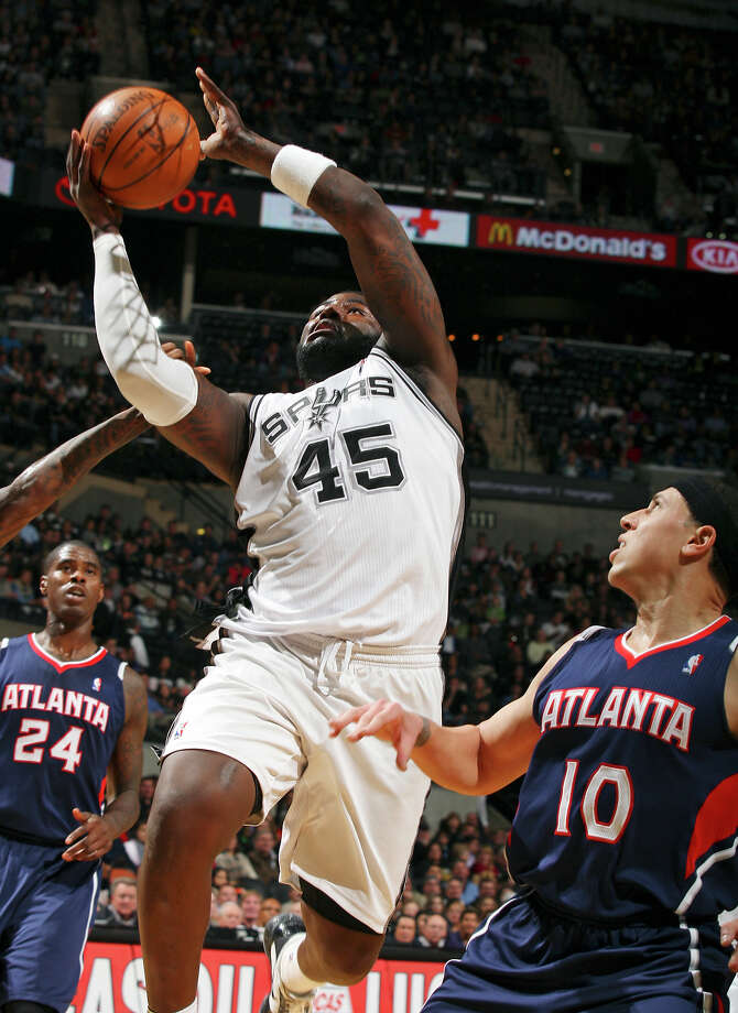 The Spurs' DeJuan Blair drives to the basket around the Hawks' Mike Bibby during first-half action Friday, Dec. 10, 2010 at the AT&T Center. (PHOTO BY EDWARD A. ORNELAS/eaornelas@express-news.net)