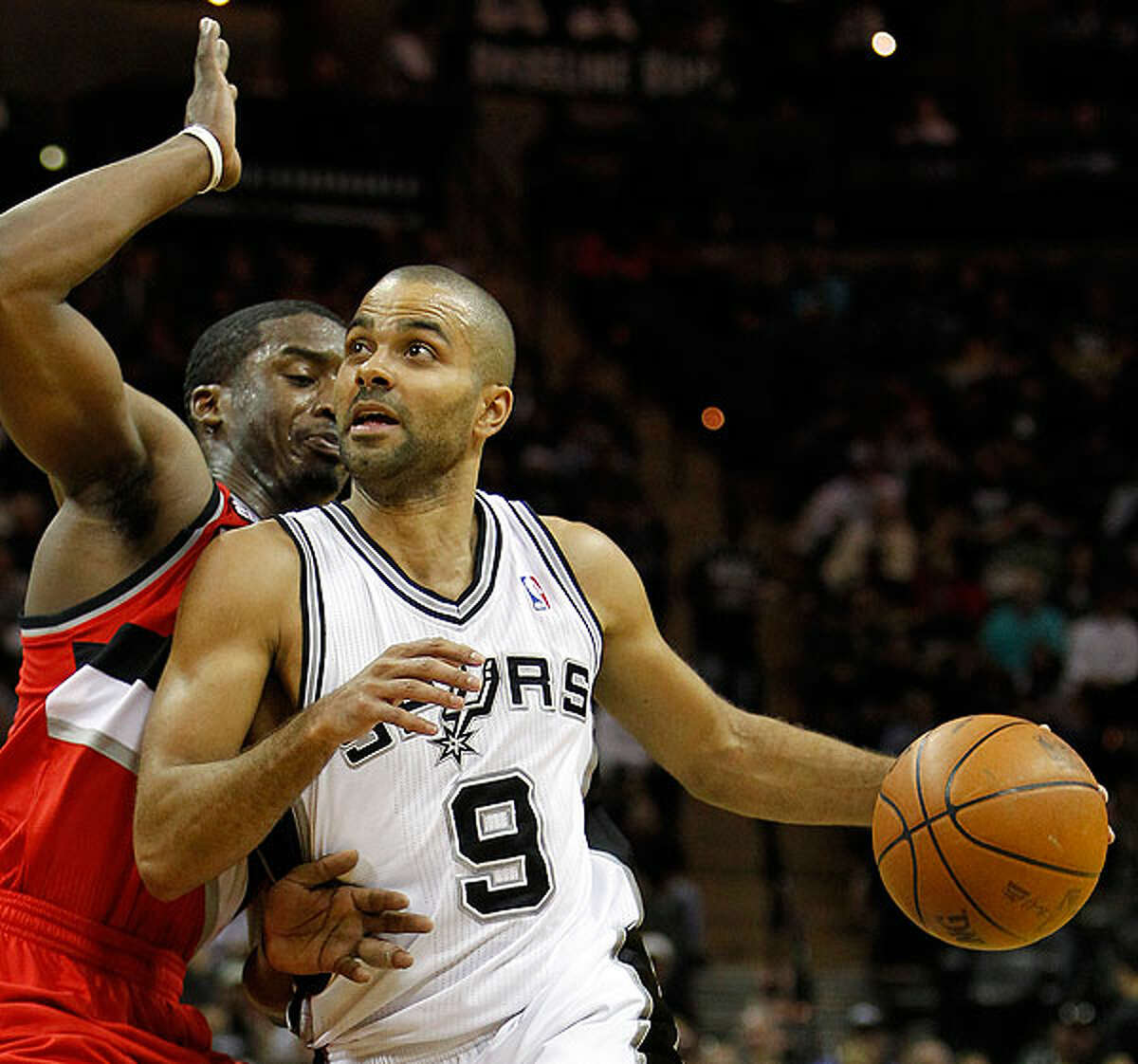 The Spurs' Tony Parker looks to the basket against the Trail Blazers' Wesley Matthews on Sunday.