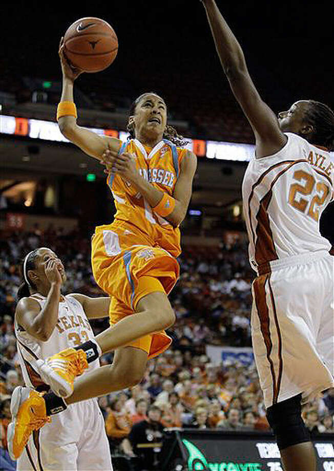 San Antonio's Meighan Simmons scored 18 points to help Tennessee beat Texas on Sunday. Photo: Associated Press