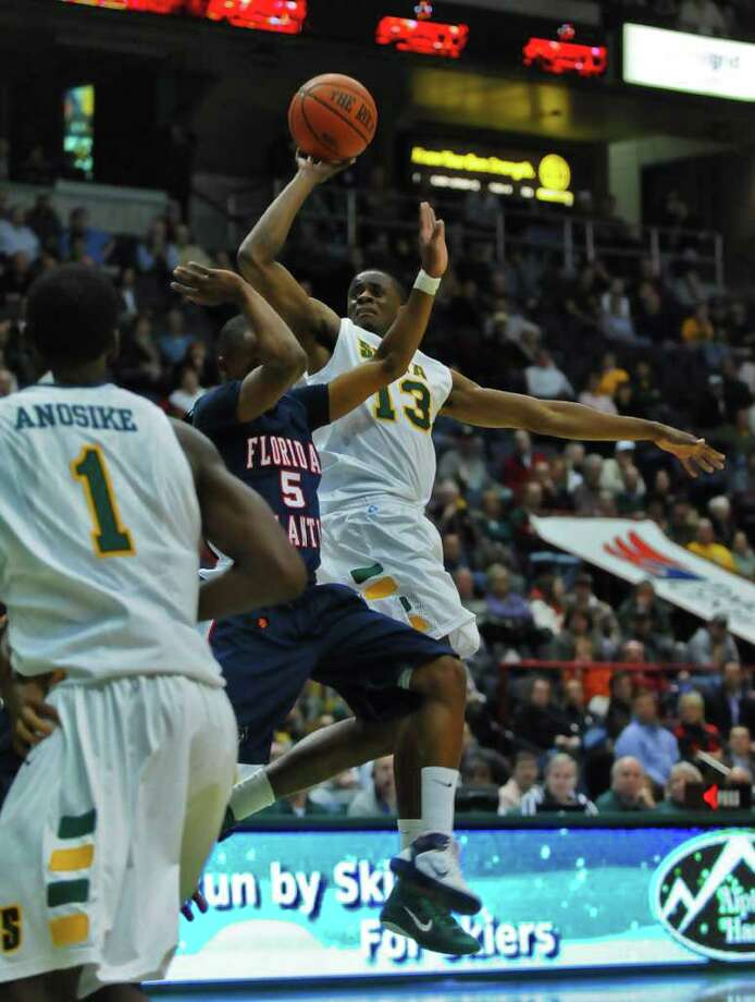 Siena's Clarence Jackson drives to the basket during their 72-69 victory over Florida Atlantic at  Times Union Center on Monday. ( Philip Kamrass / Times Union ) Photo: Philip Kamrass