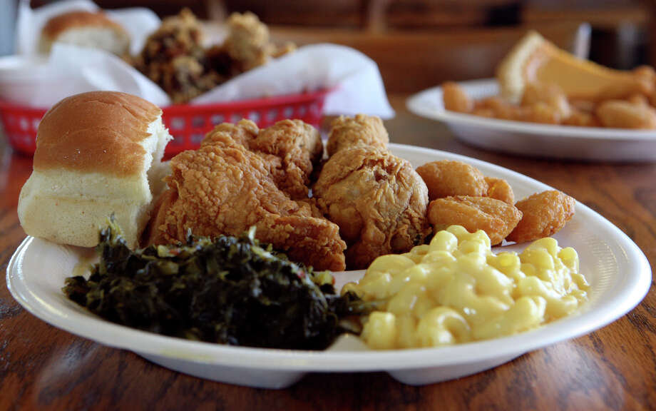 The chicken combo platter includes macaroni and cheese, collard greens and corn fritters at Chatman's Chicken. HELEN L. MONTOYA / EXPRESS-NEWS