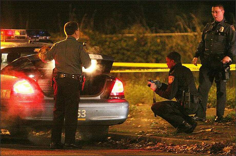 Police at the scene of a November 2008 shooting in the 8600 block of Rainier Avenue South that officers said was gang related. Photo: Brad Vest/Seattle Post-Intelligencer