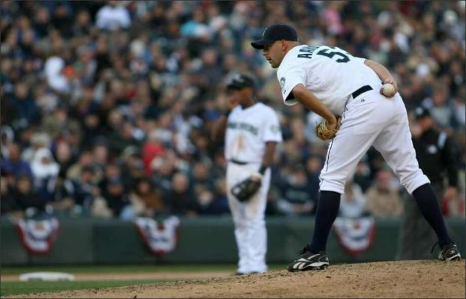 Mariners reliever David Aardsma pitches in an April 2009 game. Photo: / Seattlepi.com File