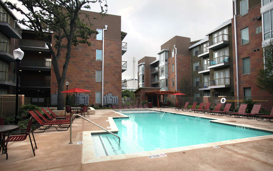 SAHA's HemisView Village is a mixed-income apartment complex that's part of the Victoria Commons development — where the crime-ridden Victoria Courts public housing used to stand. Photo: Bob Owen/Express-News / SAN ANTONIO EXPRESS-NEWS