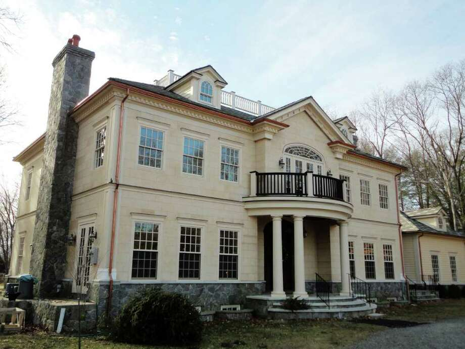 The front view of the property at 1160 West River St., Milford, Conn. Photo: Meg Barone / Connecticut Post Freelance
