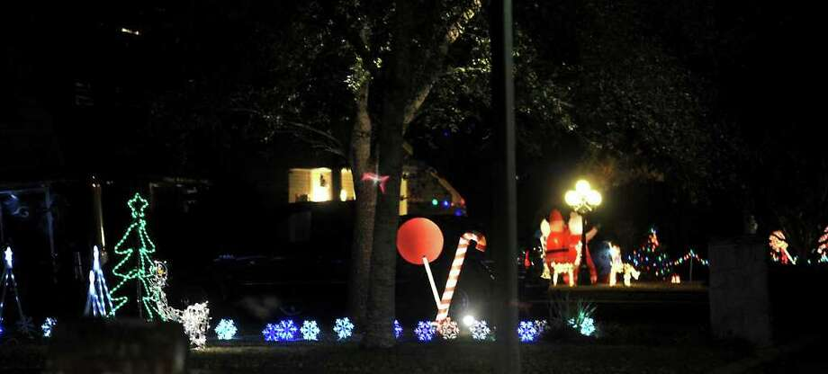 Over the years, fewer and fewer homes in the Tipps, Shaw, and Terrace Drive area are decorating in the Lolicane Christmas theme. Tammy McKinley/The Enterprise Photo: TAMMY MCKINLEY / Beaumont