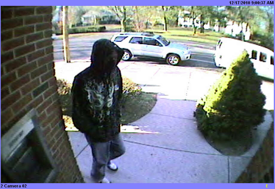 A surveillance camera image  of a man who held up  the Fairfield County Credit Union  bank on Brooklawn Avenue  in Bridgeport on Friday, December 17, 2010.   The man is described as around 6-feet tall. Photo: Contributed Photo / Connecticut Post Contributed