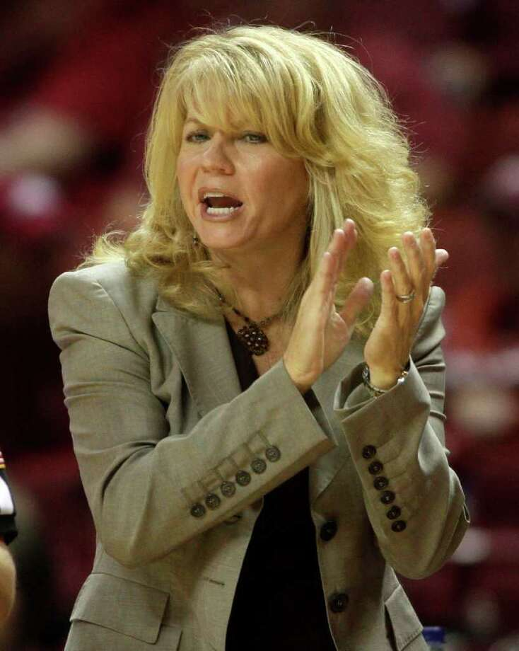 Oklahoma head coach Sherri Coale shouts to her team during the first half of an NCAA college basketball game against Prairie View A&M in Norman, Okla., Sunday, Nov. 28, 2010. Oklahoma won 78-55 to win the Basketball Travelers Invitational. (AP Photo/Sue Ogrocki) Photo: AP