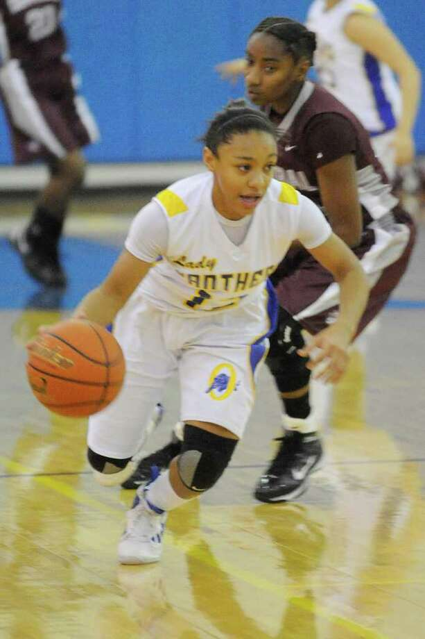 The Ozen guard Asia Booker drives against Central during their District 20-4A game at at Ozen High School.   Friday, December 17, 2010 Valentino Mauricio/The Enterprise Photo: Valentino Mauricio / Beaumont