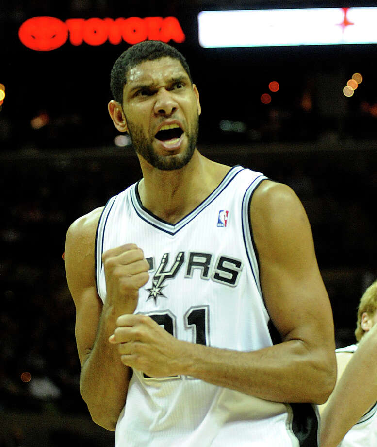 Tim Duncan shouts after scoring against the Memphis Grizzlies during first-half NBA action at the AT&T Center on Saturday. (Photo by Billy Calzada/gcalzada@express-news.net) / SAN ANTONIO EXPRESS-NEWS