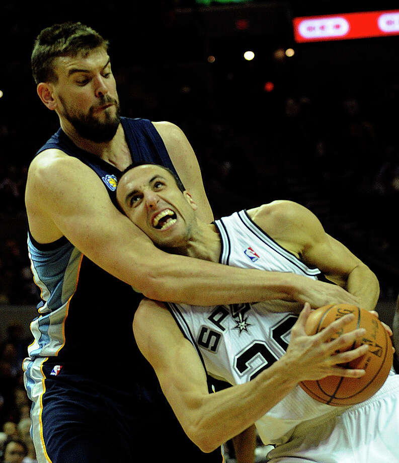 Manu Ginobili is fouled by Marc Gasol of the Memphis Grizzlies during the game at the AT&T  Center on Saturday. (Photo by Billy Calzada/gcalzada@express-news.net) / SAN ANTONIO EXPRESS-NEWS