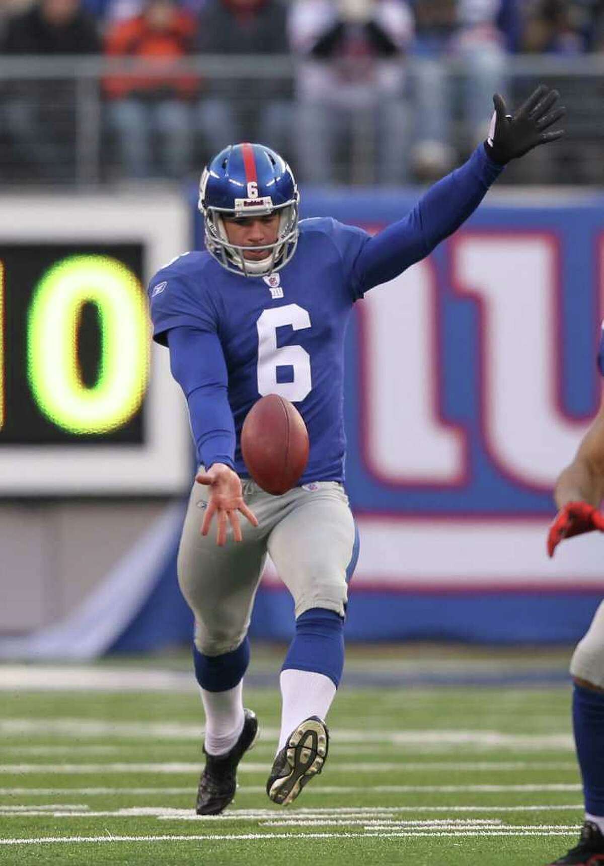 EAST RUTHERFORD, NJ - DECEMBER 19: Matt Dodge #6 of the New York Giants punts the ball to the Philadelphia Eagles during their game on December 19, 2010 at The New Meadowlands Stadium in East Rutherford, New Jersey. (Photo by Al Bello/Getty Images) *** Local Caption *** Matt Dodge