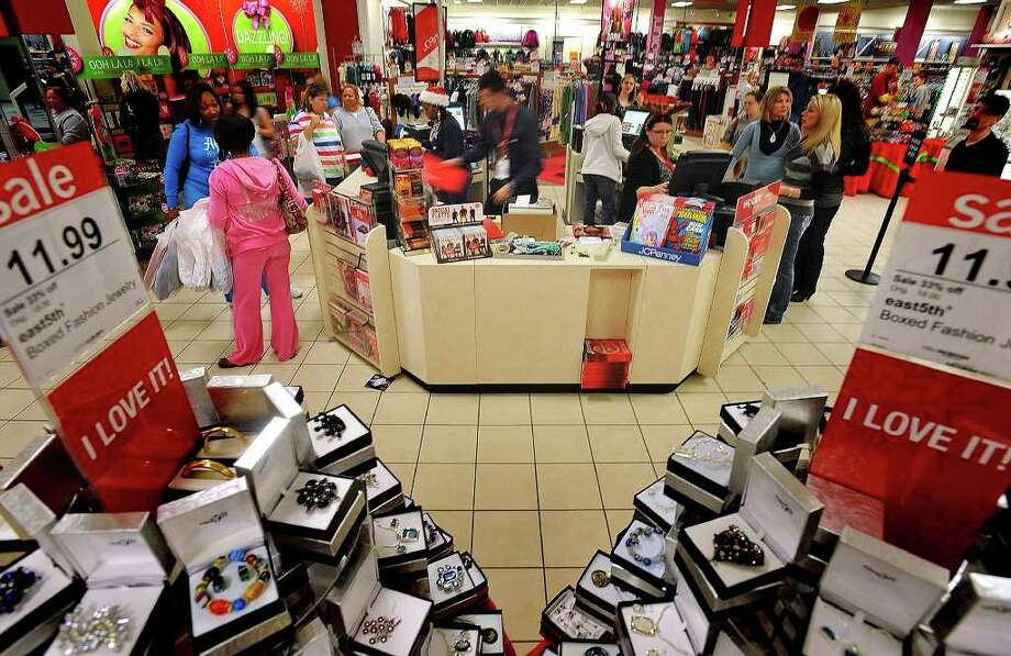 With Christmas nearing, many shoppers are breaking for malls and stores to get those last minutes gifts, supplies and goods for the holidays. Guiseppe Barranco/The Enterprise Photo: Guiseppe Barranco / Beaumont