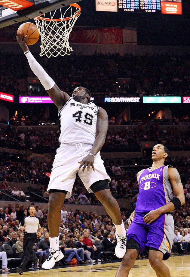 Spurs' DeJuan Blair shoots around Suns' Channing Frye during second half action Monday Dec. 20, 2010 at the AT&T Center. Spurs won 118-110. Photo: EDWARD A. ORNELAS/eaornelas@express-news.net