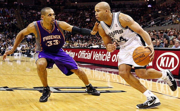 Spurs' Richard Jefferson look for room around  Suns' Grant Hill during second half action Monday Dec. 20, 2010 at the AT&T Center. Spurs won 118-110. Photo: EDWARD A. ORNELAS/eaornelas@express-news.net