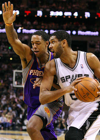 Spurs'  Tim Duncan looks for room around Suns' Channing Frye during second half action Monday Dec. 20, 2010 at the AT&T Center. Spurs won 118-110. Photo: EDWARD A. ORNELAS/eaornelas@express-news.net