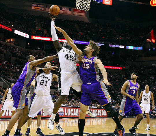 Spurs' DeJuan Blair shoots around Suns' Robin Lopez during first half action Monday Dec. 20, 2010 at the AT&T Center. Photo: EDWARD A. ORNELAS/eaornelas@express-news.net