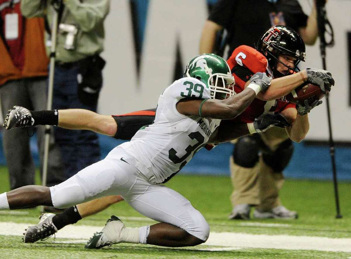 Texas Tech receiver Austin Zouzalik (6) dives for the end zone but is stopped by Trenton Robinson of Michigan State during first-half action in the Valero Alamo Bowl in the Alamodome on Saturday, Jan. 2, 2010. BILLY CALZADA / gcalzada@express-news.net Michigan State University Spartans vs. Texas Tech University Red Raiders